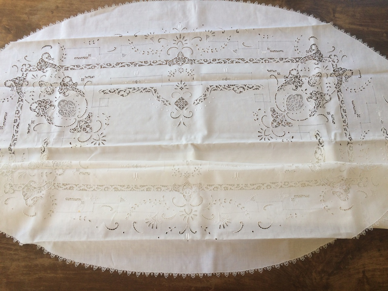 Lace Tablecloths Oval 300x300.jpg 120,00u20ac. Fine Oval Tablecloth With Lace ...